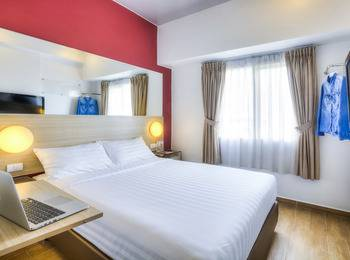 Red Planet Jakarta Pasar Baru - Double Room Only Weekend Deal Regular Plan