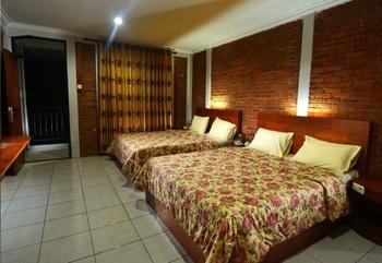 Puri Saras Garden Hotel by Papatong Bandung - Superior Room with Balcony Regular Plan