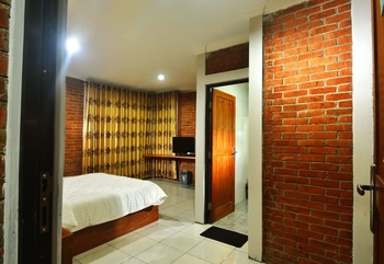 Puri Saras Garden Hotel by Papatong Bandung - Standard Room Only Regular Plan