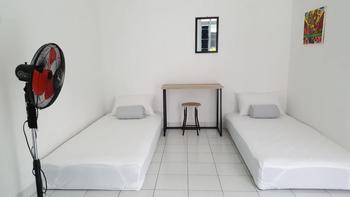 The Basic Yogya Yogyakarta - Twin Standard Regular Plan