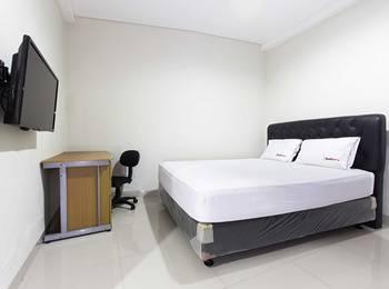 RedDoorz @Lippo Cikarang Jakarta - RedDoorz Room Special Promo Gajian