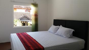 Donata House Bali - KingRoom with Sharing Bathroom (Floor 2 ) Regular Plan
