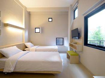 Hotel Arjuna Kota Batu Malang - Hollywood Deluxe Twin Special For Weekday
