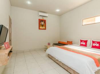 ZenRooms Ciung Wanara Denpasar Syriath Bali - Double Room Special Promo