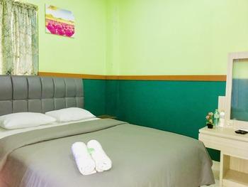 B Shaw Hotel & Restaurant Jakarta - Standard Double Room Only Promo