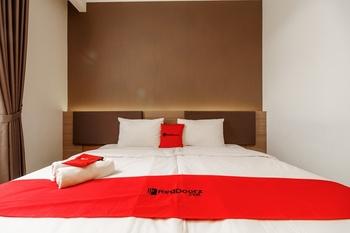 RedDoorz Plus near Lippo Mall Kemang 2 Jakarta - RedDoorz Room with Breakfast Regular Plan