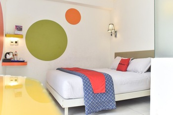 RedDoorz Plus near Alun Alun Malang Malang - RedDoorz Deluxe Room Regular Plan