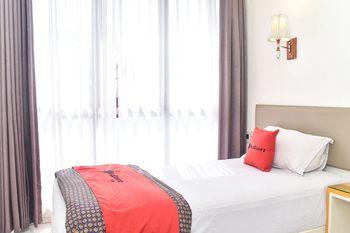 RedDoorz Plus near Alun Alun Malang Malang - RedDoorz Room Basic Deal