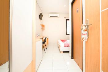 OYO 748 R-15 Surabaya - Standard Double Room Regular Plan
