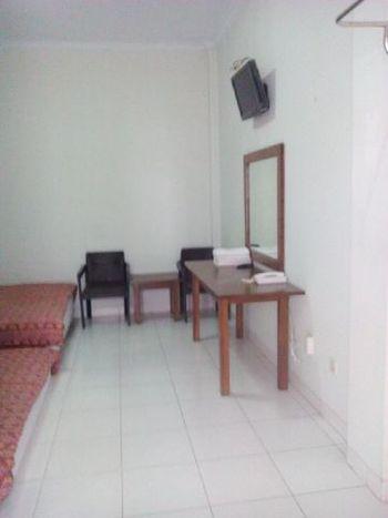 Happy Family Hotel Yogyakarta - Deluxe Room Regular Plan