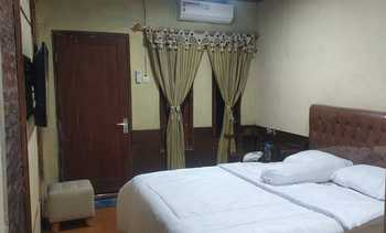 Geisra Guest House Magelang - Deluxe Room Regular Plan