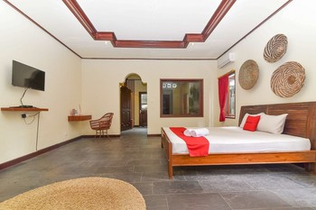 RedDoorz Plus near Seminyak Square Bali - RedDoorz Room Regular Plan