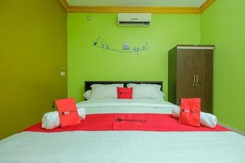 RedDoorz Syariah near Syamsudin Noor Airport 2 Banjarbaru - RedDoorz Room Basic Deal