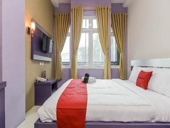 RedDoorz Plus near Stasiun Bekasi Bekasi - RedDoorz Room Best Deal