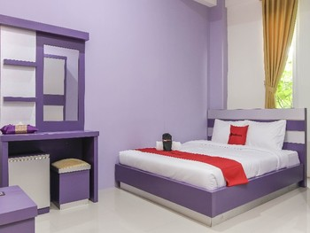 RedDoorz Plus near Stasiun Bekasi Bekasi - RedDoorz Deluxe Room with Breakfast Regular Plan