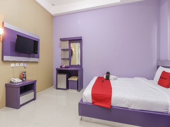 RedDoorz Plus near Stasiun Bekasi Bekasi - RedDoorz Room with Breakfast Regular Plan