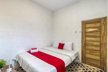RedDoorz Hostel Near Kalasan Temple Yogyakarta - RedDoorz Room Regular Plan