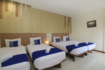 SMARTHOMM HOTEL ANCOL - Grand Family Double Room Only Special Promo 31
