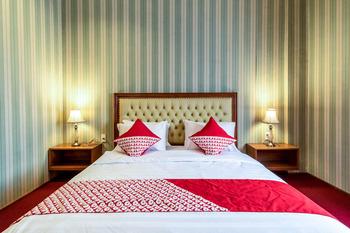 OYO 293 Mutiara Hijau Suites Syariah Medan - Deluxe Double Room Regular Plan