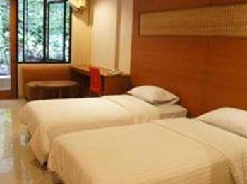 Taman Safari Lodge Cisarua - Deluxe Twin Regular Plan
