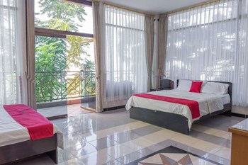 RedDoorz Plus @ Le Vallon Bandung Bandung - RedDoorz Family Room Basic Deal