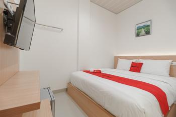 RedDoorz Plus near RS RK Charitas 2 Palembang Palembang - RedDoorz Room Basic Deal