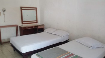 Malinda Hotel Malang - Basic Twin Room Room Only NR Min. Stay