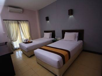Grand Santhi Hotel Denpasar - Deluxe Room With Breakfast Basic Deal