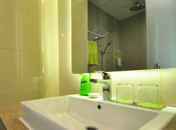 MaxOneHotels at Kramat Jakarta - Happiness Room Only Twinbed Regular Plan