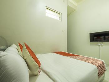 OYO 2227 Raka Residence Syariah Karawang - Standard Double Room Early Bird Deal