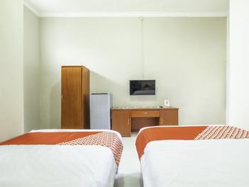 OYO 2227 Raka Residence Syariah Karawang - Standard Twin Room Early Bird Deal