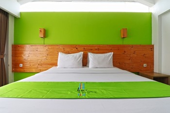 Hotel Bumi Makmur Indah Bandung - Deluxe Room King Stay More, Pay Less