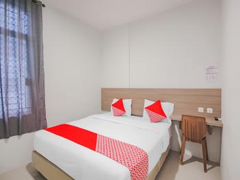 OYO 90306 Mmtc2 Guest House Deli Serdang - Deluxe Double Room Big Deals
