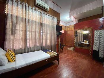 SPOT ON 2537 Bunda House Padang - Spot On Triple Regular Plan