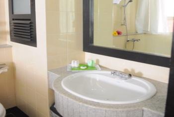 Nuwis Hotel & Convention Semarang - Deluxe Superior Regular Plan
