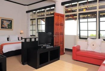 Nuwis Hotel & Convention Semarang - Junior Suite Room Regular Plan