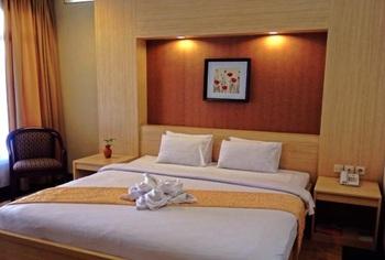 Nuwis Hotel & Convention Semarang - Deluxe Room Regular Plan