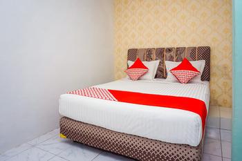 OYO 433 Nelvi Guest House Syariah Padang - Standard Double Room Regular Plan