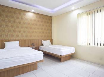 RedDoorz near Pasar Tanah Abang Jakarta - RedDoorz Room Special Promo Gajian!