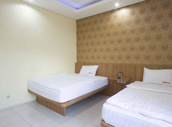 RedDoorz near Pasar Tanah Abang Jakarta - RedDoorz Room Regular Plan