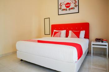 OYO 2202 Delima Guest House Syariah Padang - Standard Double Room Last Minute