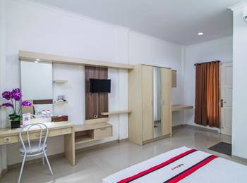 RedDoorz @Jatiwaringin Jakarta - RedDoorz Room With Breakfast Basic Deal