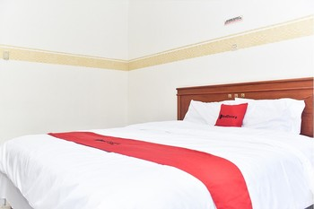 RedDoorz near Lenmarc Mall Surabaya Surabaya - RedDoorz Room Regular Plan