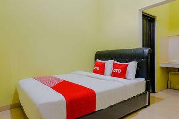 OYO 1784 Hj. Aniek Residence Madiun - Standard Double Room Great Sale