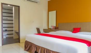 RedDoorz @Cassa Pasteur Bandung - Deluxe Room 24 Hours Deal