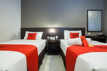 RedDoorz Premium near Exit Toll Malang Malang - RedDoorz Twin Room LMD