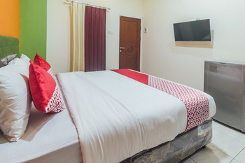 OYO 2010 Satria Guest House Ambon -  Standard Double Room Regular Plan