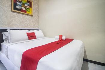 RedDoorz Syariah @ Hotel 91 Jember Jember - RedDoorz Room Long Stays Promotion