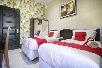 RedDoorz Syariah @ Hotel 91 Jember Jember - RedDoorz Twin Room Long Stays Promotion