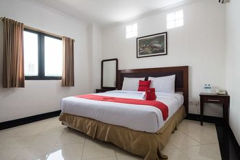 RedDoorz @ Buah Batu Bandung - RedDoorz Deluxe Room with Breakfast Regular Plan